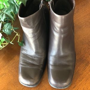Brown leather ankle boots size 7